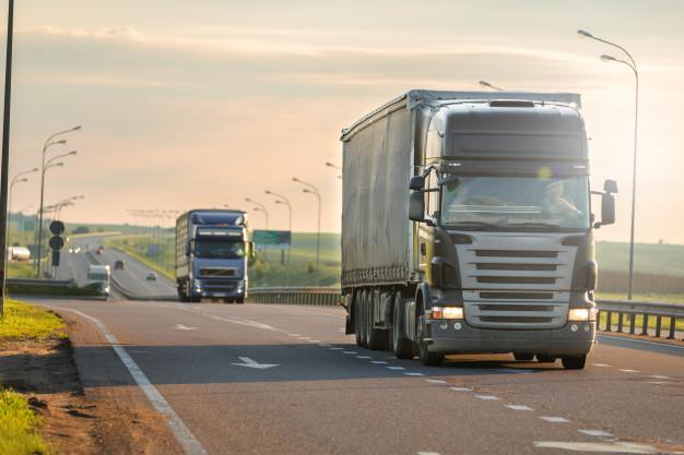 Caminhoneiros precisam fazer cursos para transporte de cargas perigosas